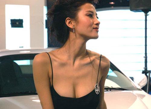 性感姿势诱人_性感车模最诱人姿势盘点