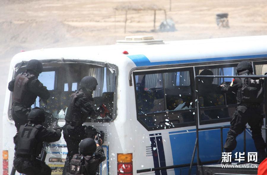 高清组图:中吉塔执法安全机关举行联合反恐演习