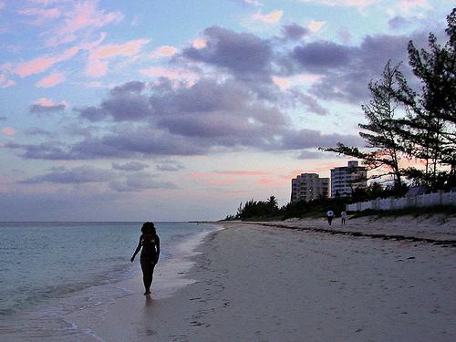 寻找沙滩上最美的风景【组图】