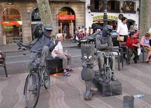 国外街头的艺术乞讨