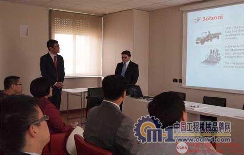 博索尼公司负责人为代表团介绍公司运营及新产品开发情况