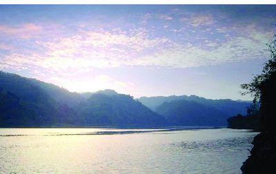 达人推荐:位于怀化市沅陵县五强溪镇,拥有壮阔的沅江水面,一岸是绿