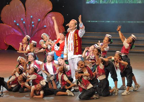 回族歌舞《宁夏川》; 大明星,小朋友 阿尔法和肖梦婷; 全国少数民族