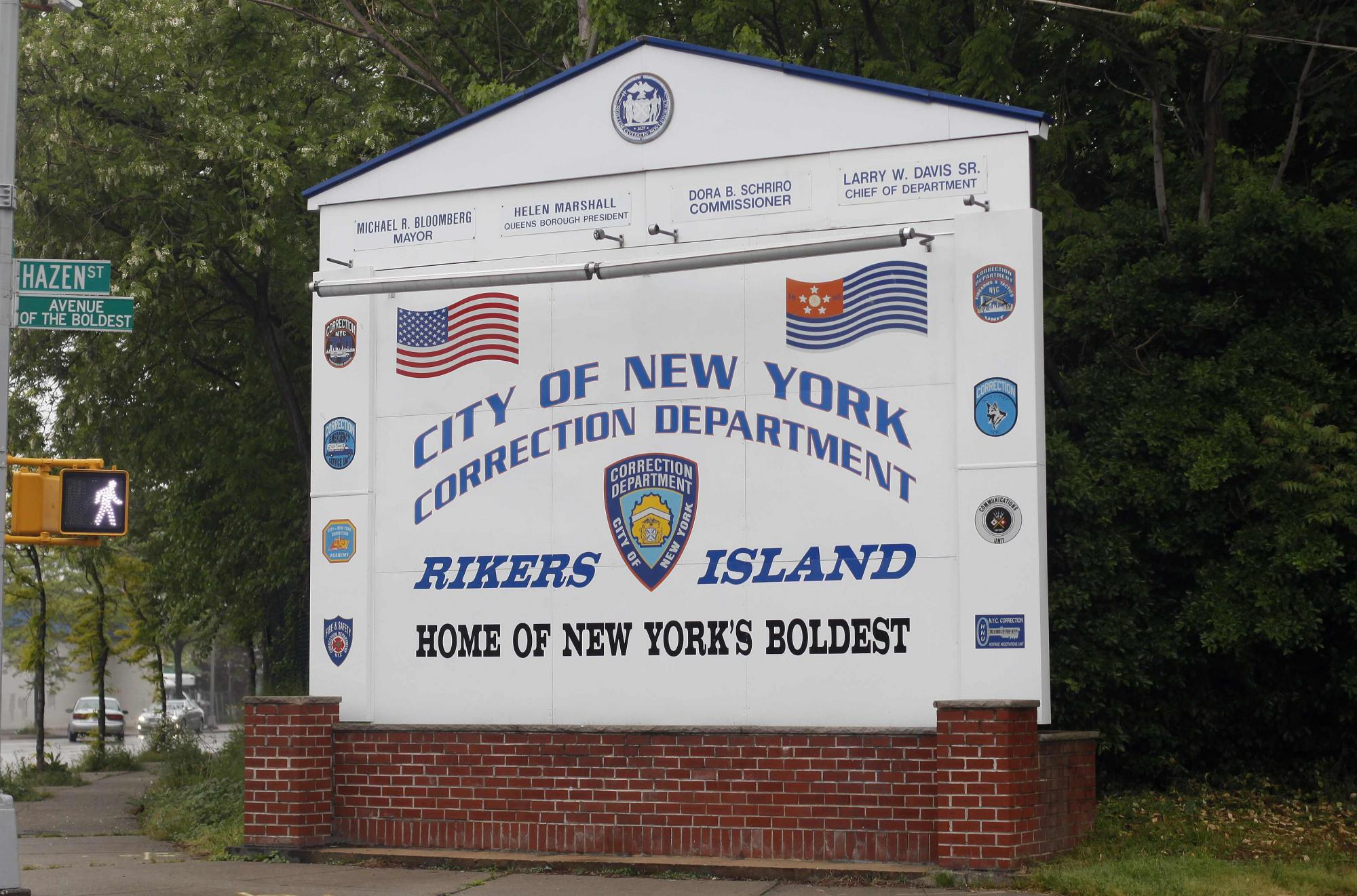 卡恩被关押在世界上规模最大的综合型监狱,位于纽约附近的赖克斯岛