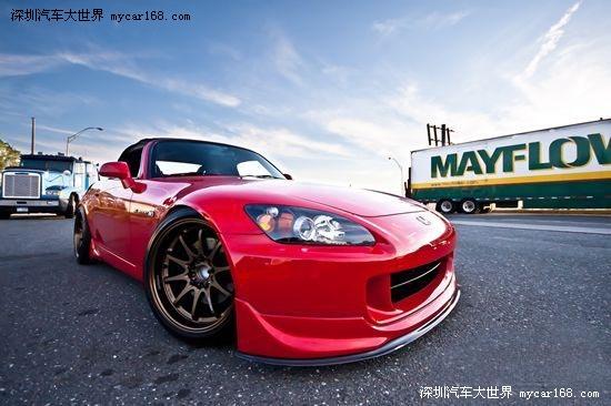 ,作为本田性能车的代表制作,这款敞篷版的本田S2000无论是...