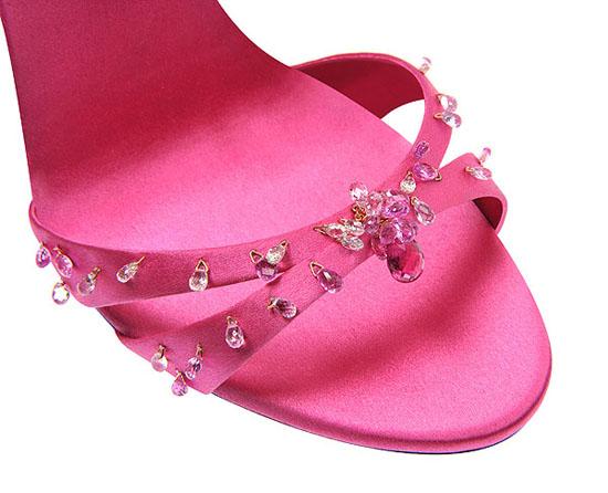 萧邦Chopard与著名女鞋设计师Giuseppe Zanotti合作 推出...