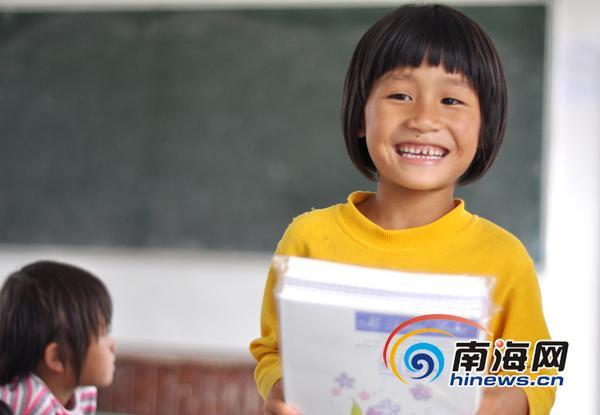 六一前夕:海南山区学生的笑脸[组图]