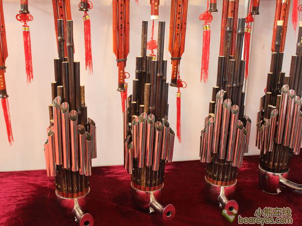 看展会上的优质民族乐器