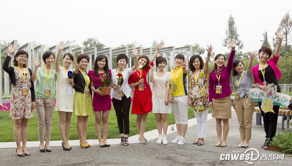 图:美女主播携都市之花亮相世园会 新闻频道