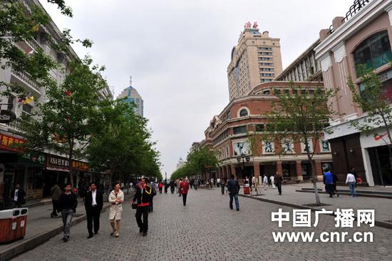 新疆旅游局伊那木 乃斯尔丁局长考察哈尔滨中央大街步行街