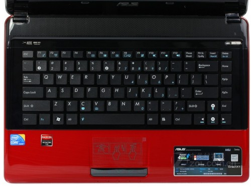 其采用下沉式转轴,内置获得德国if设计金奖的分岛式键盘,能够有效防尘