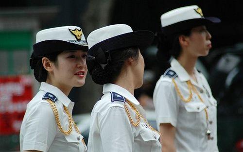 韩国女警在街头的亲和力,自然不用说.据说韩国就在举办世界杯的时