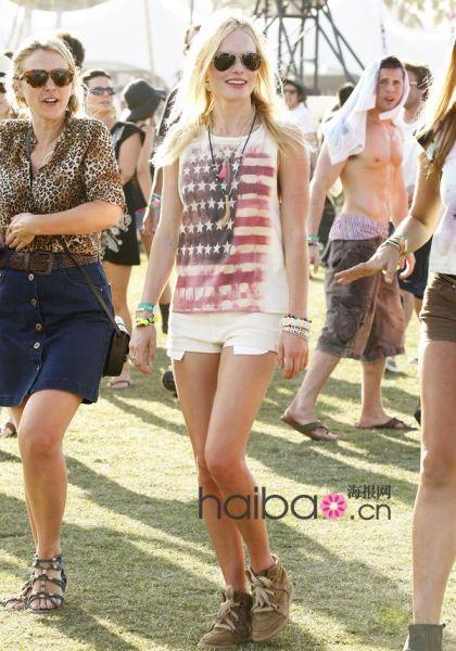 女明星凯特-波茨沃斯(Kate Bosworth)可是大家公认的穿衣达人,我们就以她为例,推出2011夏日街头Look的第一套搭配吧!