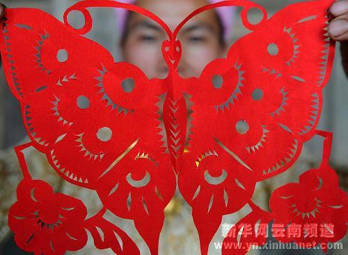 2006年,芒市傣族剪纸被正式列入首批国家级非物质文化遗产保护名录.