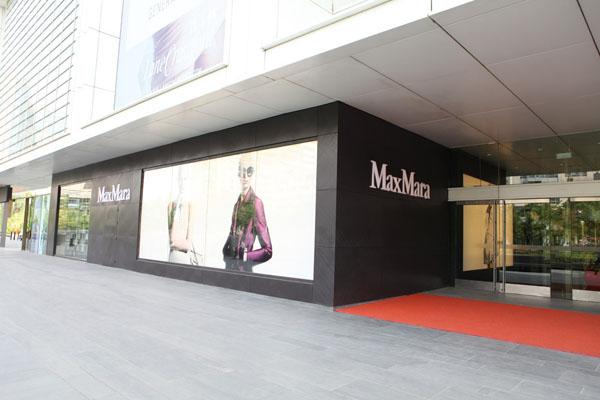 店面分为两层,占地300平方米,由意大利著名设计师duccio grassi先生