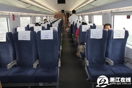 京沪高铁增加一节24座商务车厢 设备并肩飞机