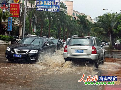 海口城区雨后积水 高清图片