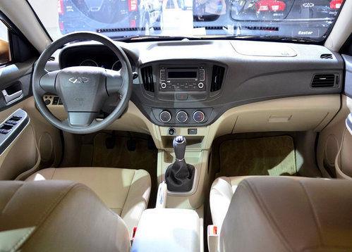 进入车内,环视眼前,e5的内饰设计,确实秉承了奇瑞从实用出发高清图片