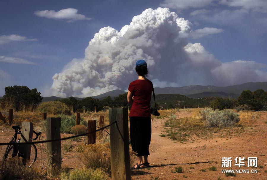 高清组图:美国新墨西哥州山火持续肆虐