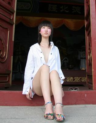 张雨人体裸体展示_张筱雨大胆裸露不是艺术是粗俗【图】