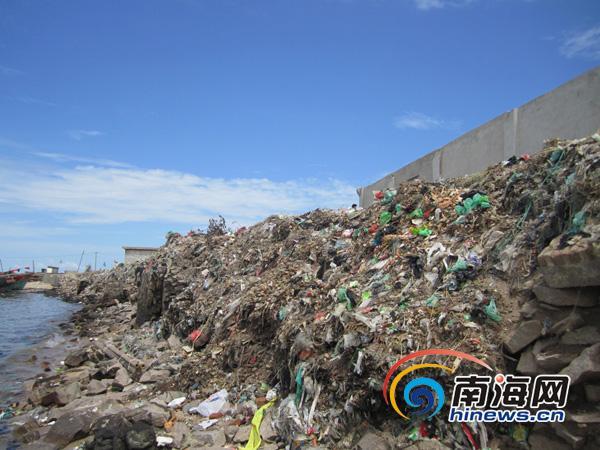 三亚海岸线排污口众多 乐东渔村被垃圾包围