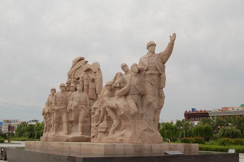 展馆广场上的塑像