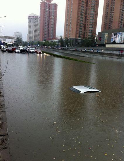 北京大暴雨_北京遭强暴雨袭击-新闻频道-和讯网