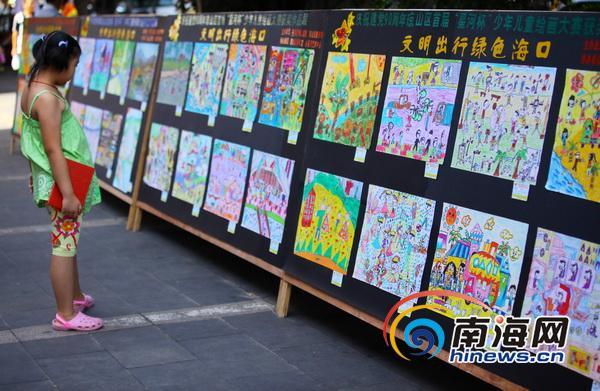 组图:海口小学生手绘177幅画庆建党90周年
