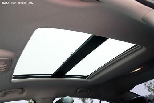 大尺寸的天窗让后排乘客也能充分的享受阳光的滋润,这也是君越值得