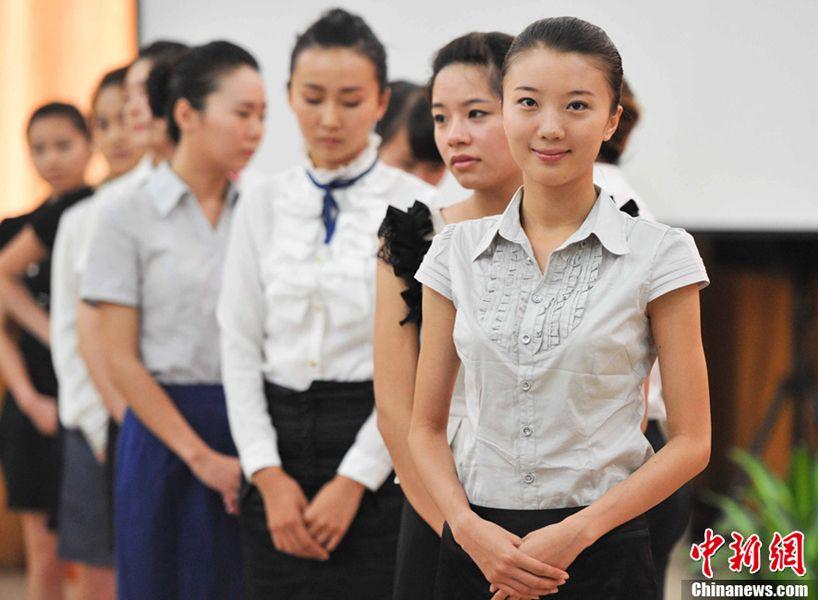 组图:众美女郑州应聘空姐 新闻频道