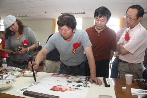 学院校友,青岛美术家协会副主席王伟,徐立忠等65位书画艺术家聚集学院