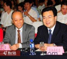 现场冯志坚先生与张炳南先生交流