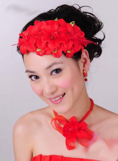 红色新娘敬酒发型 热情高贵黄金搭配