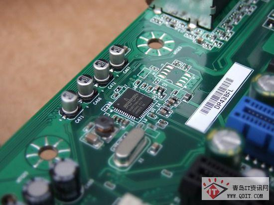 主板载千兆网卡芯片(右)音频解码采用realtekalc883s芯片.