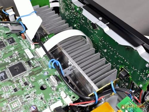 """雅马哈rx-v771功率放大器部分采用了新的""""高驱动力""""放大电路的组件"""