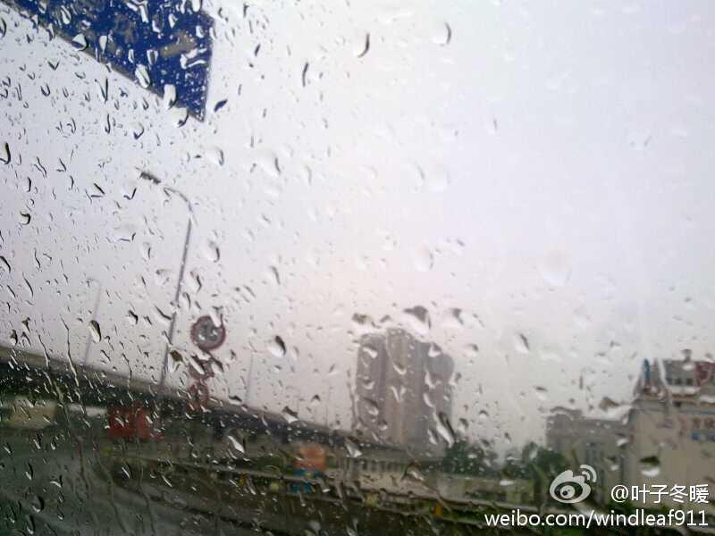 西安今晨突降暴雨 网友晒照片自制