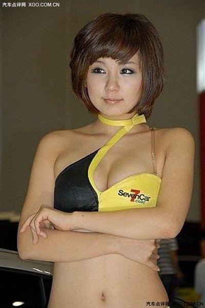 韩国美女车模泳装上阵大秀事业线 汽车频道