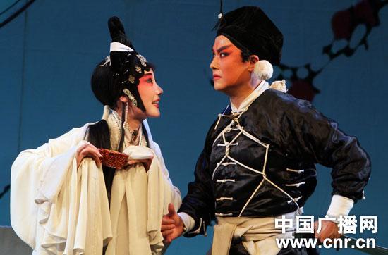 新闻 正文  候艳表演的秦腔《花木兰 凯旋夜》   中广网银川7月25日