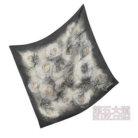丝巾叠花的步骤图解