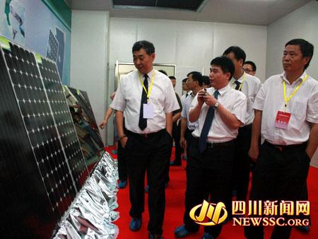领导考察天威新能源产品图片