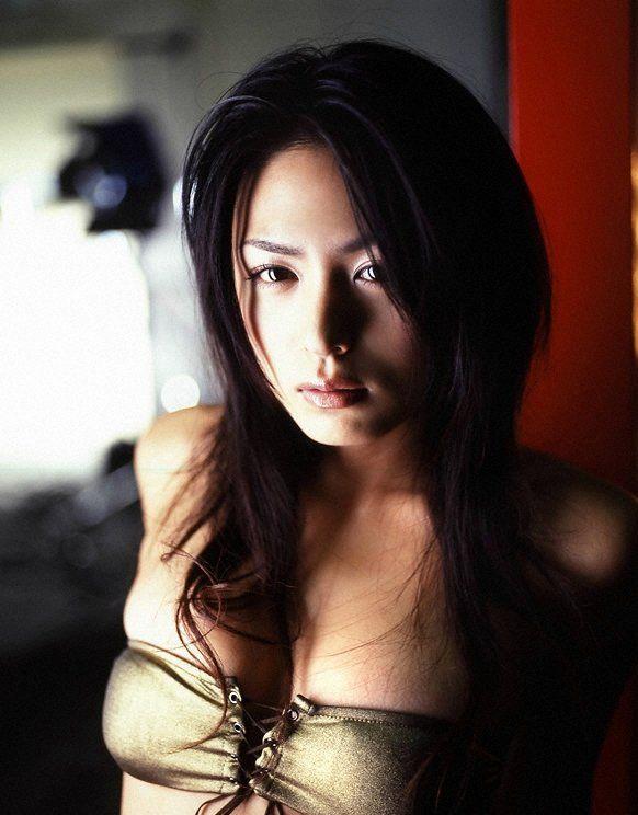 3日本性感美女横卧香车 汽车频道