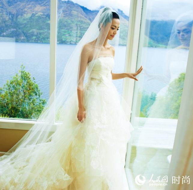 杨颖的手绘图婚纱